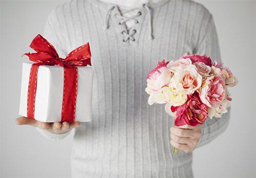 ТОП 30 подарков жене на день рождения
