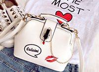 Маленькая белая сумочка