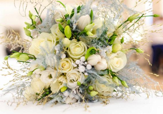 недорогие подарки на свадьбу нежный свадебный букет