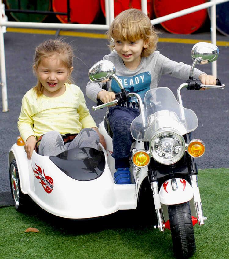купить подарок электромобиль машина для детей чтобы кататься