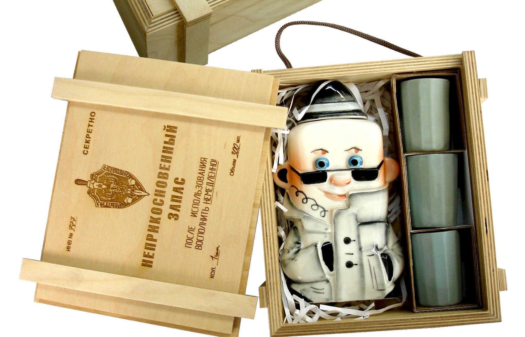 сувенир в деревянной коробке на 23 февраля