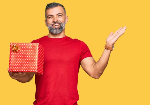 Что подарить мужчине на 45 лет - идеи в готовых списках